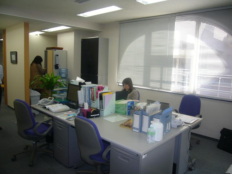 開放感と素材感を感じるオフィス