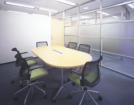 曲線・ウェイブが生えるオフィスデザイン