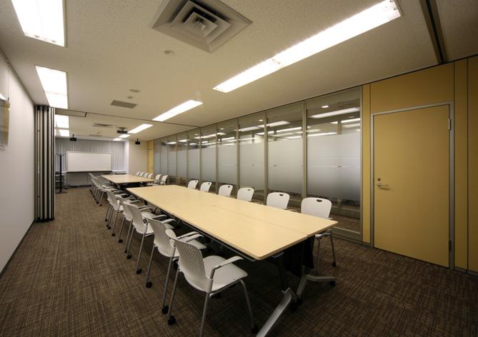 スライディングウォールで変幻自在な会議室を作ったオフィスデザイン事例