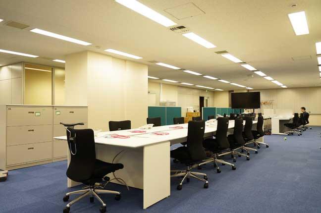 元々の内装に新しいエッセンスを加えてリフォームしたオフィスデザイン事例