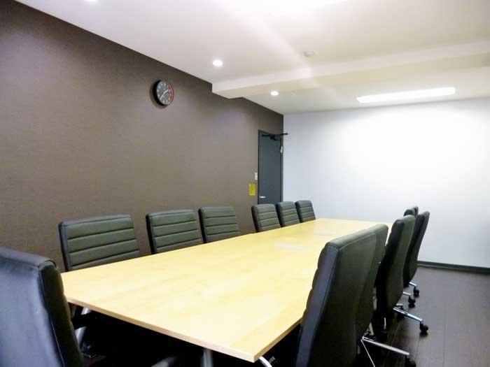 スタイリッシュ&どこかアットホームなカフェ風オフィスデザイン事例