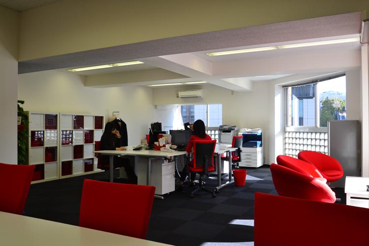 サイズとデザイン性がポイント!家具にこだわったオフィスデザイン4選