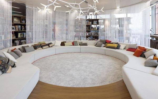 【アレンジが自由自在】シンプルで洗練されたオフィスデザイン事例6選