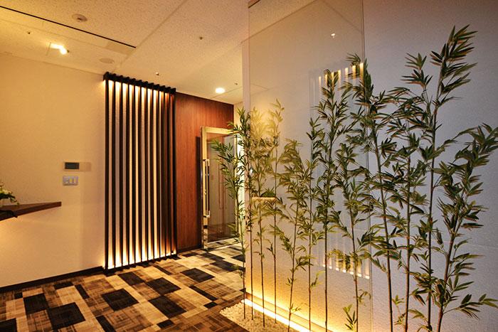 """テーマは""""和モダン"""" 信頼感を生む、開放的で洗練されたオフィスデザイン事例"""