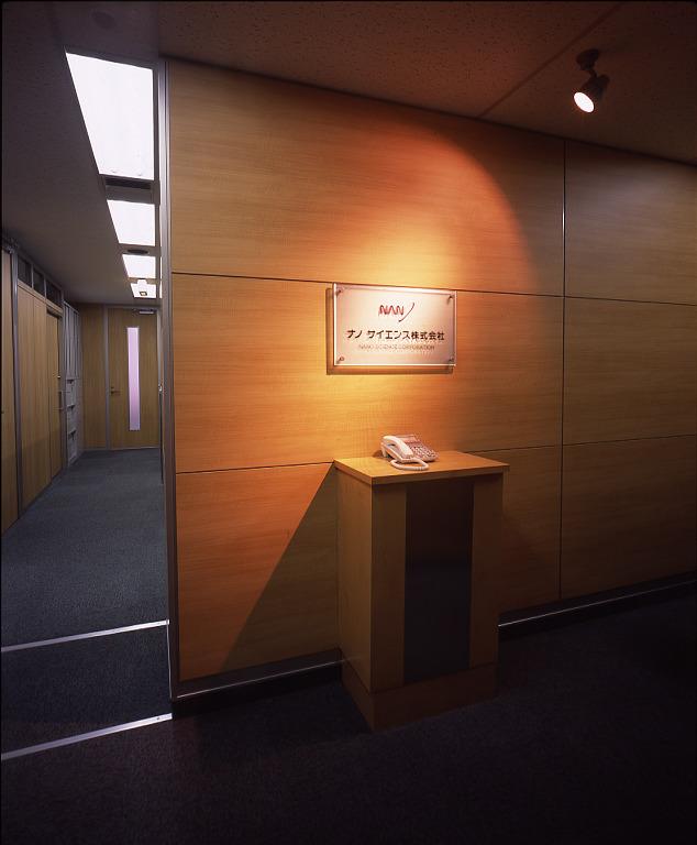 テーマカラーは赤と青 社員にとって快適で居心地の良いオフィスデザイン