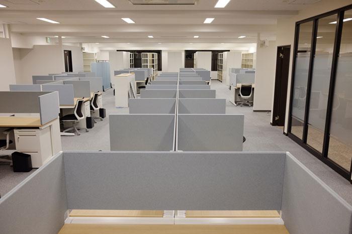 """【オフィス内装】手軽に個室や集中環境を構築できる""""パーティション・間仕切り"""""""