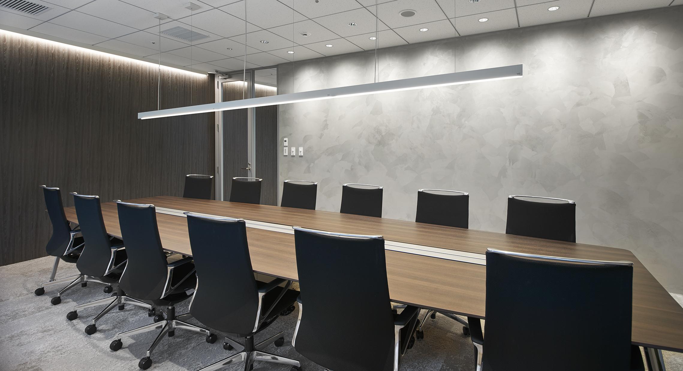 防音性にこだわった、重厚感あるおしゃれな法律事務所のオフィスデザイン事例
