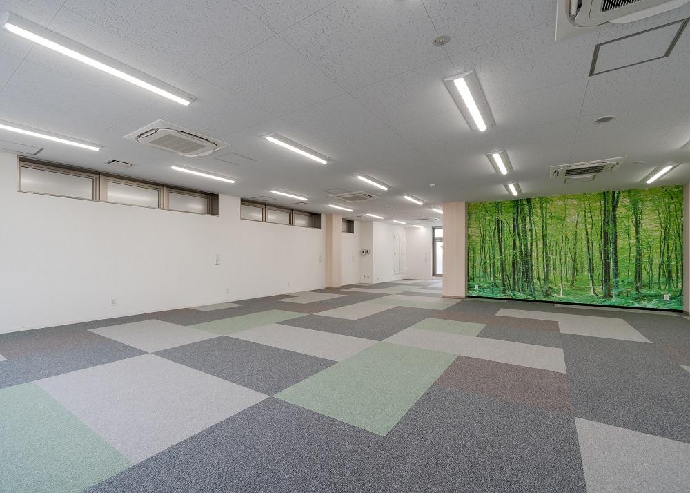 おしゃれと機能性を兼ね備えた日本風の自社ビルオフィスデザイン事例