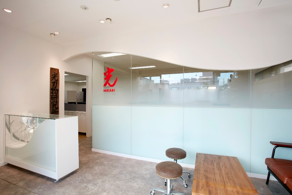 理美容師目線のおしゃれさと社員の働きやすさを兼ね備えたシンプルオフィスデザイン事例