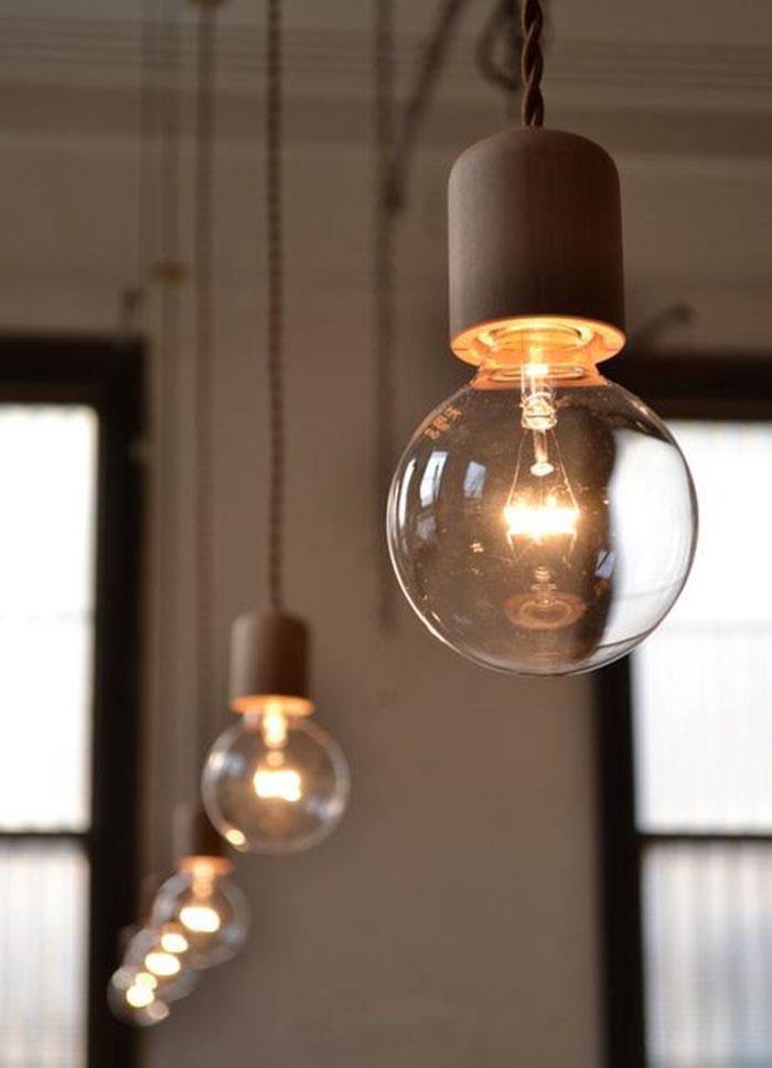 オフィス空間における照明の重要性とは…?