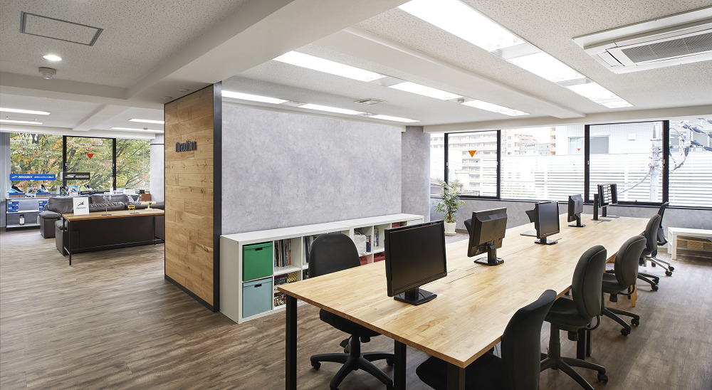 開放的でカッコイイ!展示販売空間を兼ねたオフィスリノベーション事例