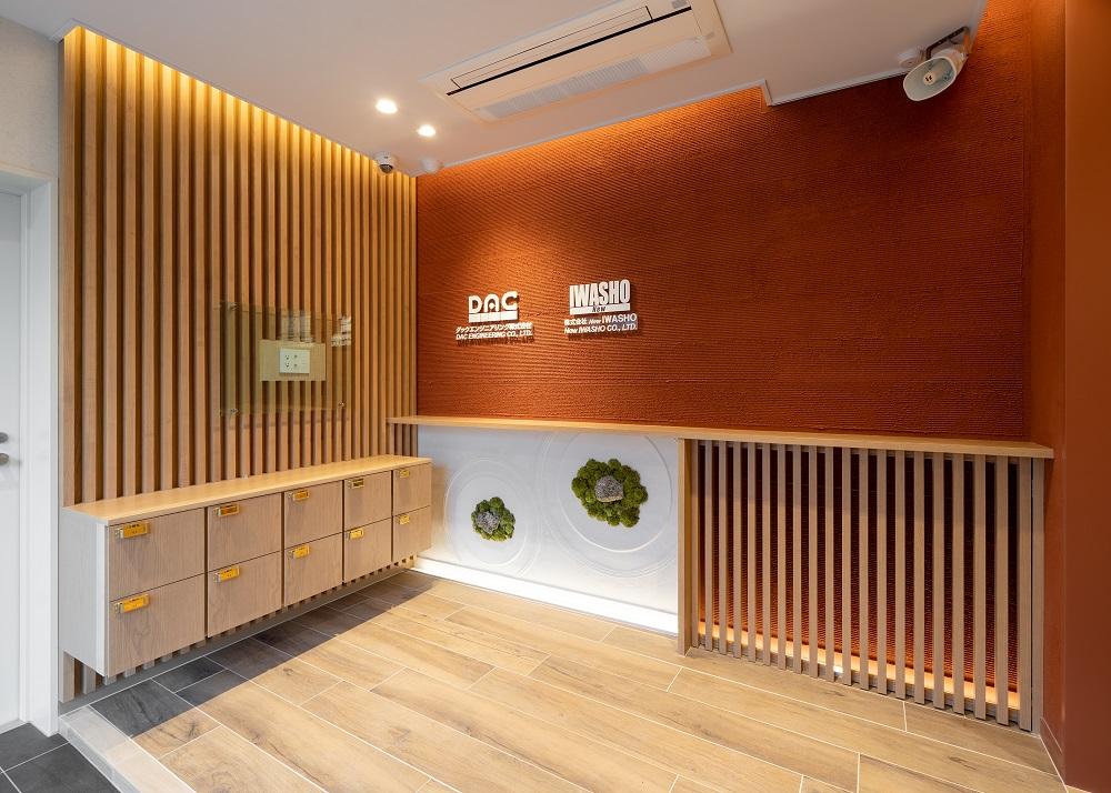 """オフィスの壁デザイン│独特の素材感と風合いを醸し出す""""左官仕上げ"""""""
