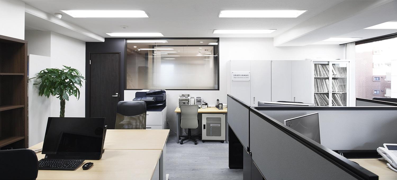 スターバックスの様なカフェ風法律事務所のオフィスデザイン事例
