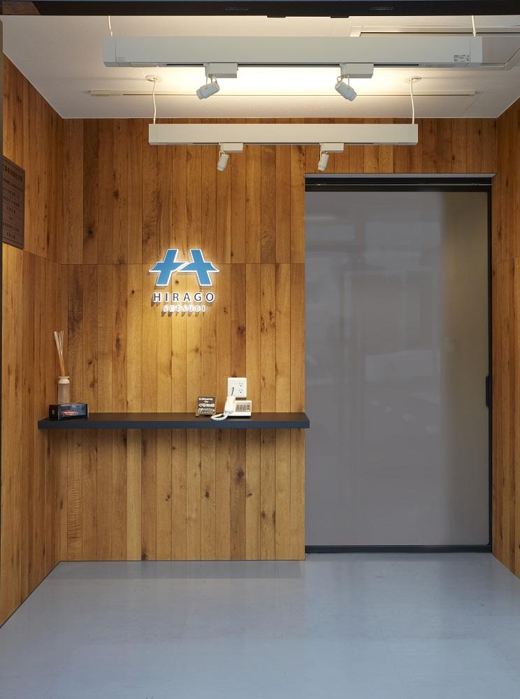 オーク材ならではの風合いがスタイリッシュなオフィスデザイン事例